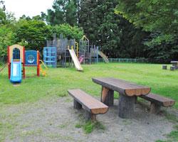 遊具のある広い公園